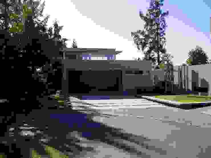 Casa NR Modern houses by gatarqs Modern