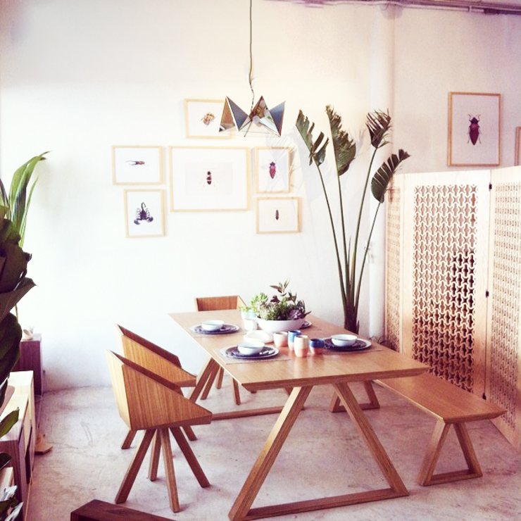 Tropical style dining room by Clorofilia Tropical Plywood