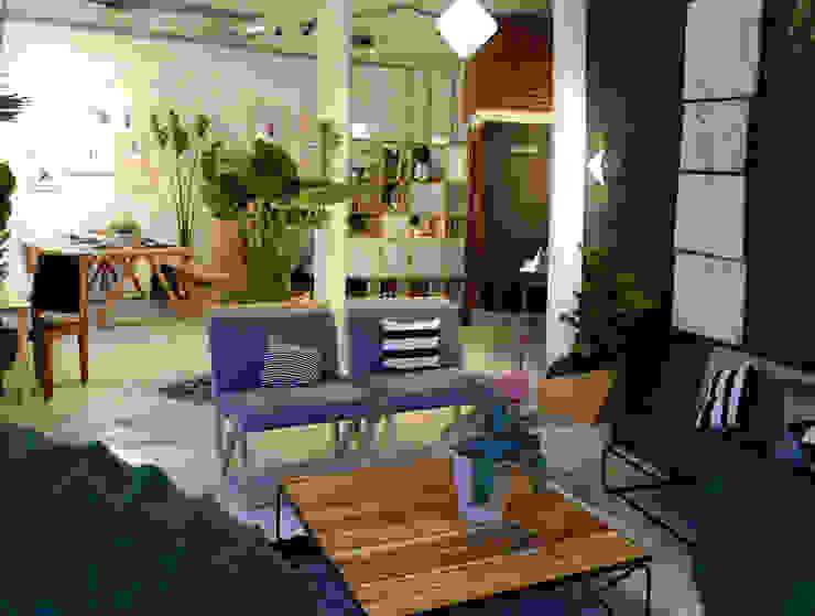 ESTANCIA COMEDOR Clorofilia Salones de estilo tropical Madera maciza Acabado en madera
