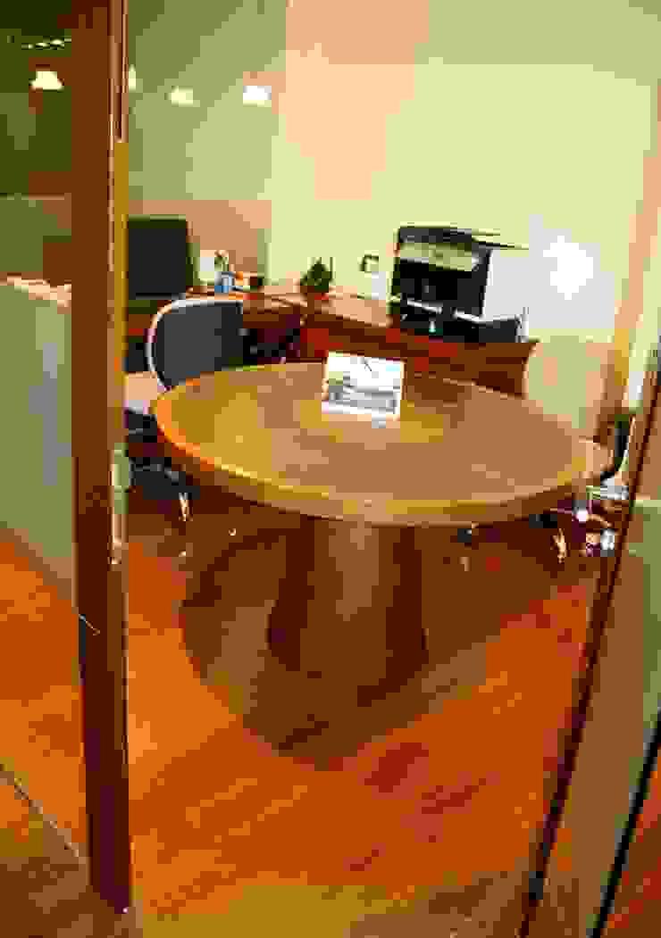 Mesa en madera y cuero para oficina de Justiniano Alfonso Moderno Piel Gris