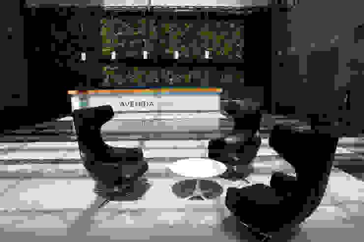 JARDIM VERTICAL ARTIFICIAL LISBOA AVENIDA DA LIBERDADE 252 por Wonder Wall - Jardins Verticais e Plantas Artificiais Moderno