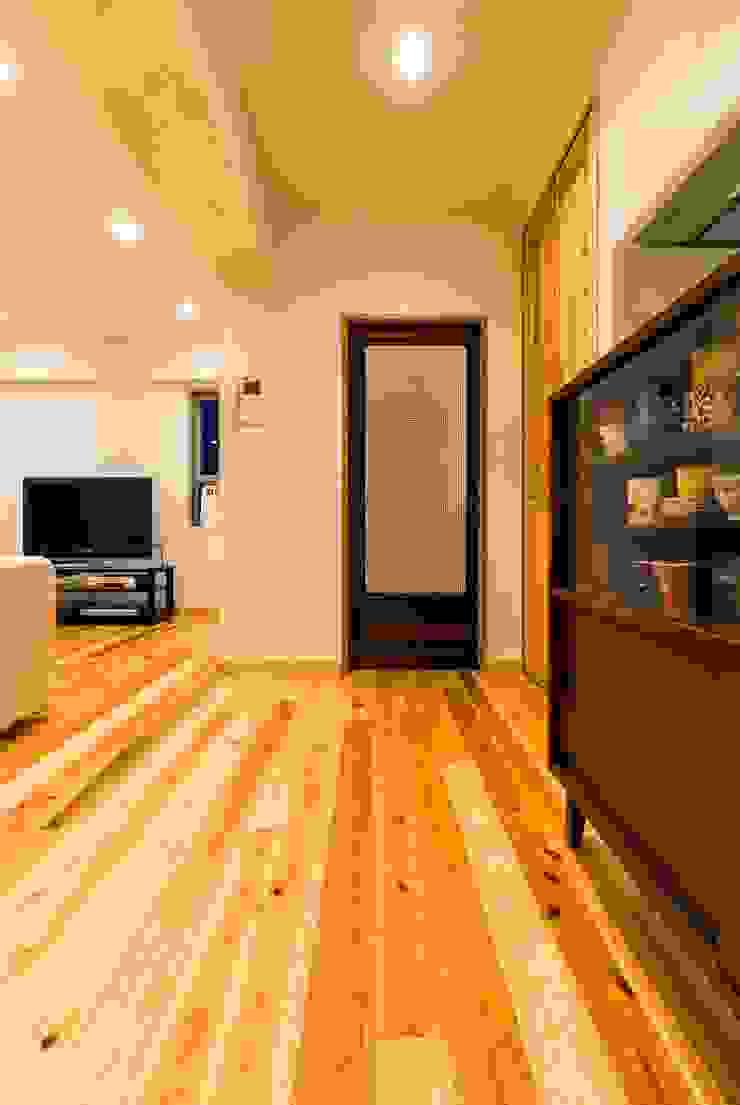 高級旅館の内風呂のような浴室がある和とレトロな質感に包まれた住まい モダンデザインの ダイニング の QUALIA モダン