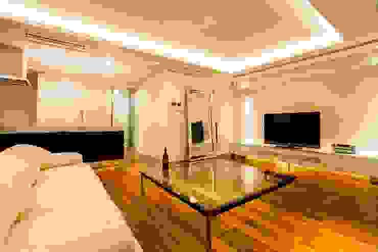 シンプル、シャビー、モロッコ調、部屋ごとに表情が変わるマンション オリジナルデザインの リビング の QUALIA オリジナル