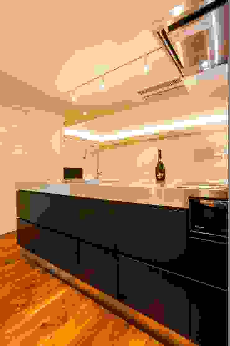 シンプル、シャビー、モロッコ調、部屋ごとに表情が変わるマンション オリジナルデザインの キッチン の QUALIA オリジナル
