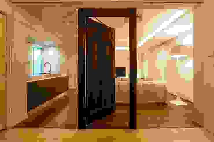 シンプル、シャビー、モロッコ調、部屋ごとに表情が変わるマンション オリジナルデザインの 多目的室 の QUALIA オリジナル