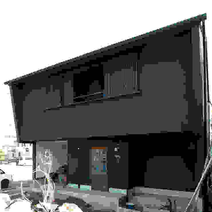 古い街並みを思い起こすような外観 日本家屋・アジアの家 の アトリエdoor一級建築士事務所 和風 木 木目調