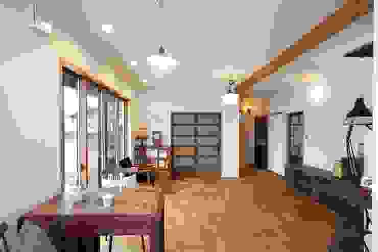 1階のリビング 和風デザインの リビング の アトリエdoor一級建築士事務所 和風 木 木目調