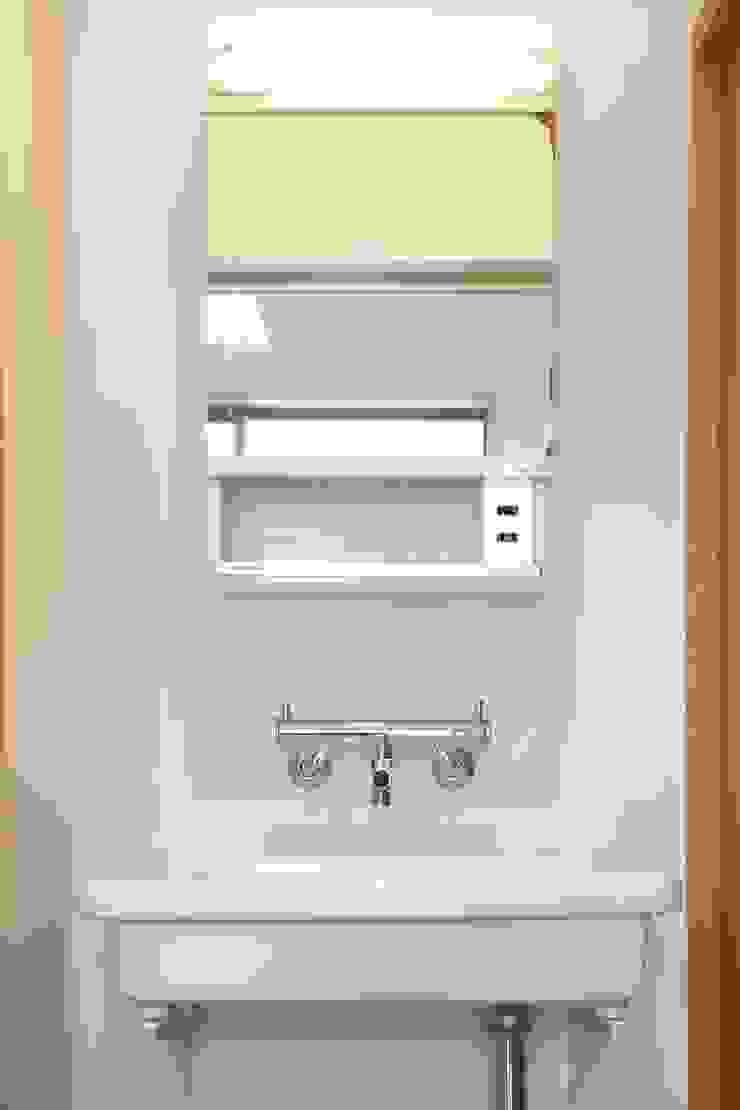 洗面鏡もレトロ 和風の お風呂 の アトリエdoor一級建築士事務所 和風 石