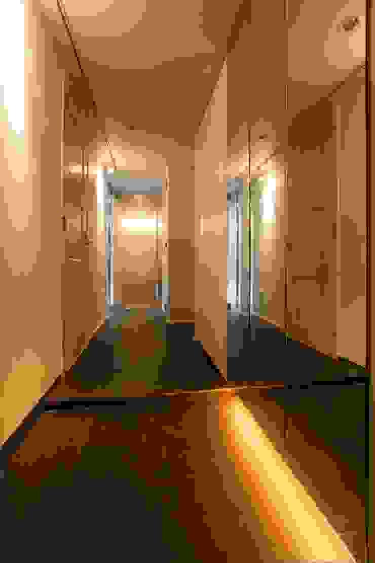シンプル、シャビー、モロッコ調、部屋ごとに表情が変わるマンション オリジナルスタイルの 玄関&廊下&階段 の QUALIA オリジナル