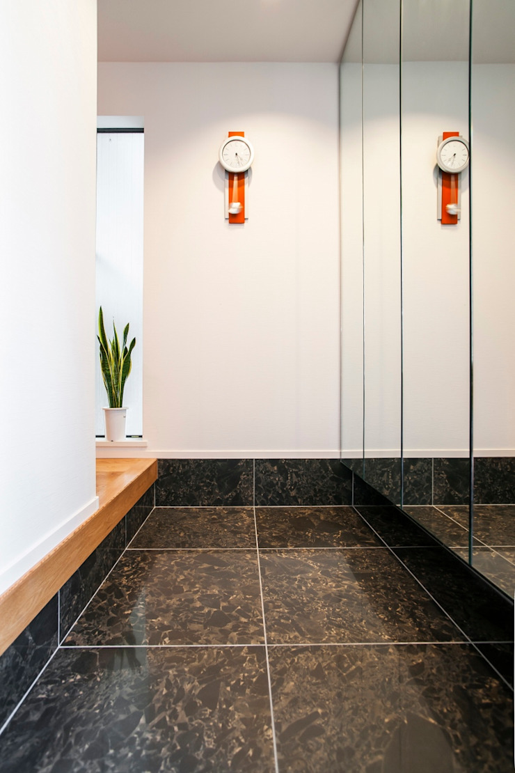 フロアごとに異なる顔を持つ遊び心満載の住まい オリジナルスタイルの 玄関&廊下&階段 の QUALIA オリジナル