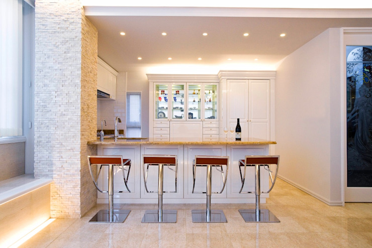 Classic style kitchen by QUALIA Classic