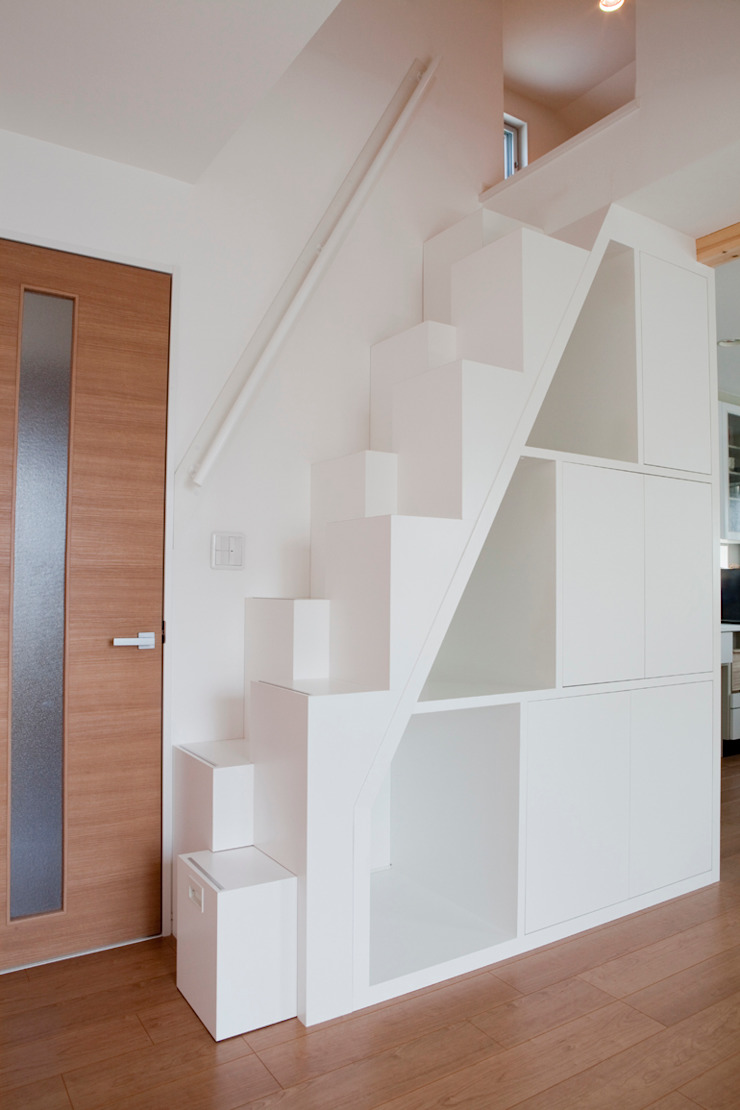 屋根裏収納への階段箪笥(アフター) の アッシュ・ペー・フランス株式会社