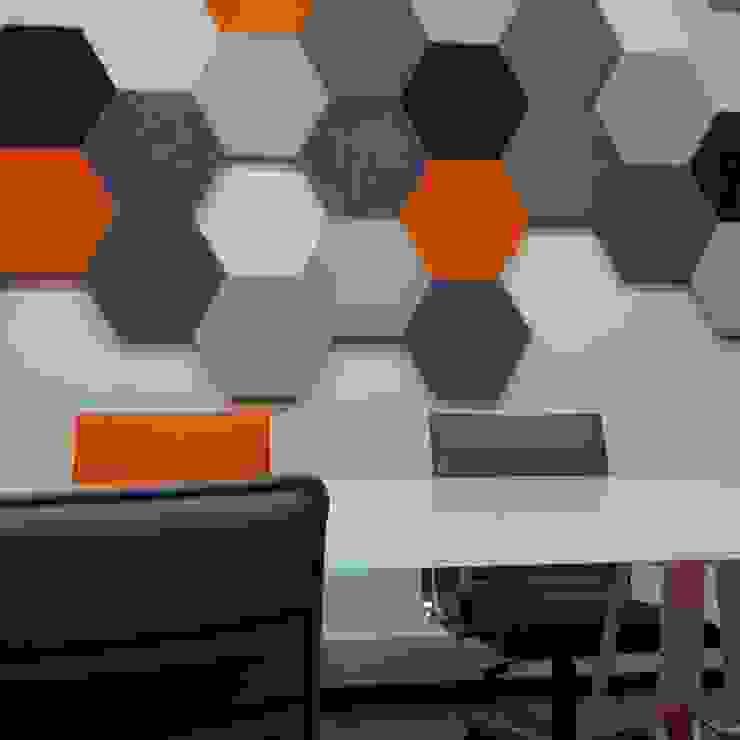 Panele Hexa w biurze od FLUFFO fabryka miękkich ścian Industrialny