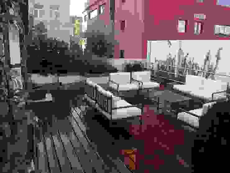 Nowoczesny balkon, taras i weranda od Estudio Marta Byrne Paisajismo Nowoczesny