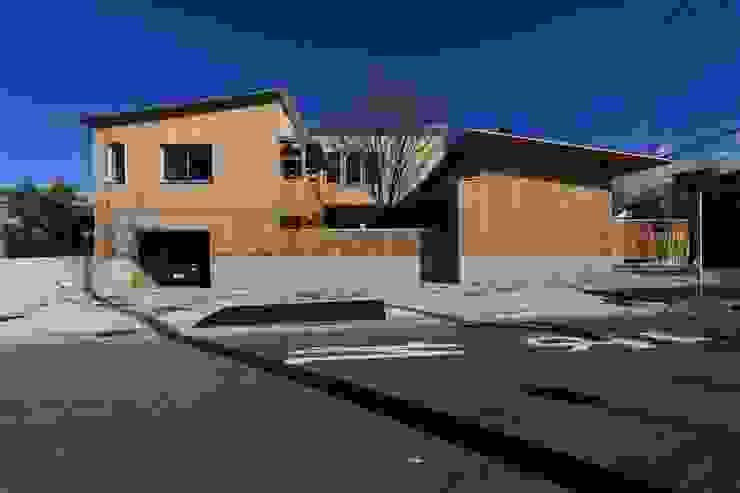 住宅全景: TOGODESIGNが手掛けた家です。,モダン 無垢材 多色
