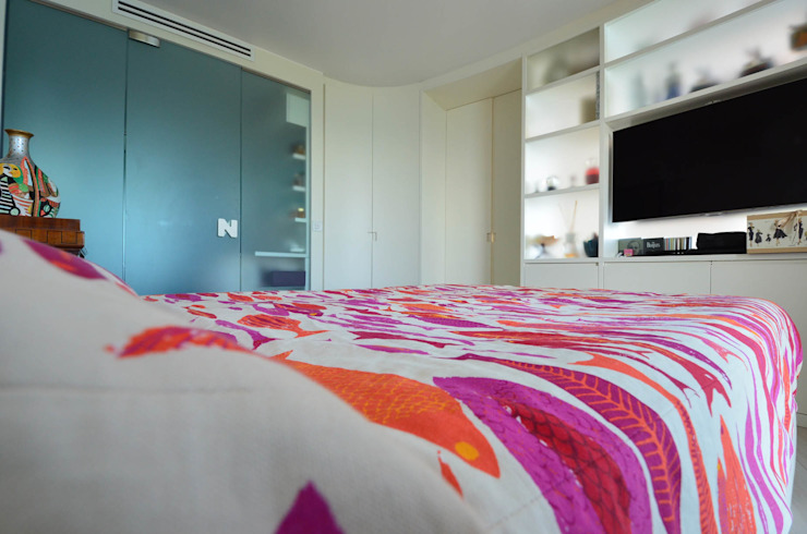 appartement roquebrune cap martin Chambre minimaliste par kmmarchitecture Minimaliste Bois Effet bois