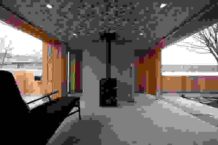 土間スペース モダンデザインの リビング の TOGODESIGN モダン コンクリート
