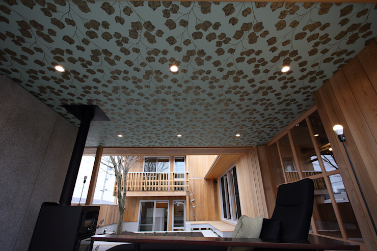 天井の壁紙 モダンデザインの リビング の TOGODESIGN モダン コンクリート