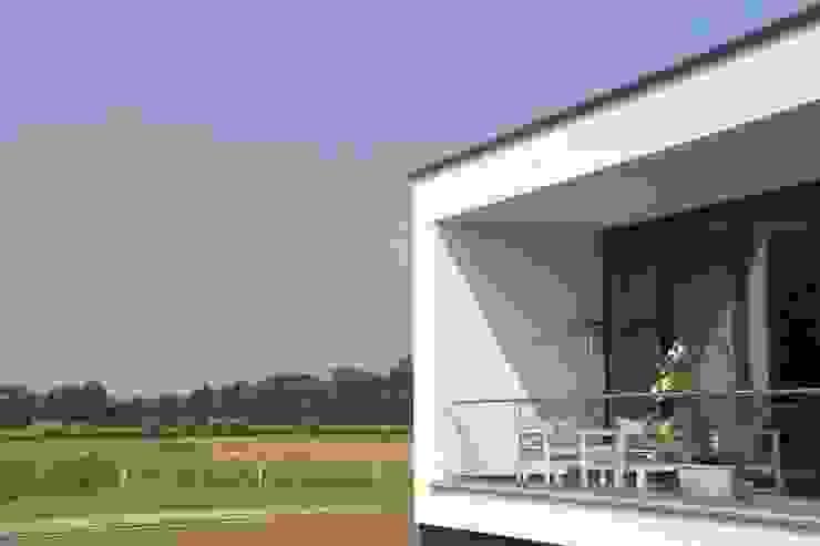 Prachtige villa op bijzonder landgoed in De Achterhoek ARX architecten Moderne balkons, veranda's en terrassen
