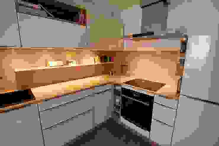 Кухни в . Автор – Schreinerei Möbel - Holzsport Häupler, Модерн Дерево Эффект древесины