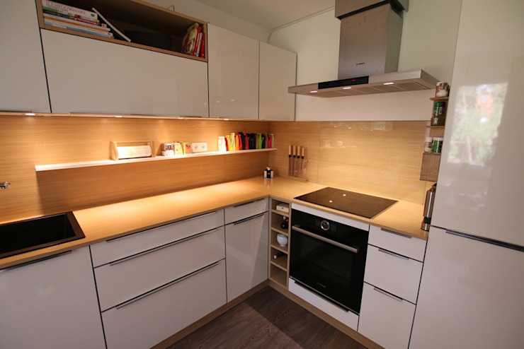 Кухня в стиле модерн от Schreinerei Möbel - Holzsport Häupler Модерн Дерево Эффект древесины