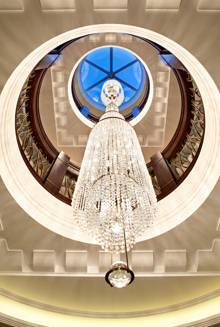 KSR Architects | Two Houses | Entrance hall chandelier von KSR Architects Klassisch