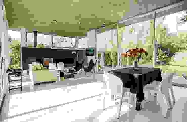 Casa AP 现代客厅設計點子、靈感 & 圖片 根據 Felipe Gonzalez Arzac 現代風