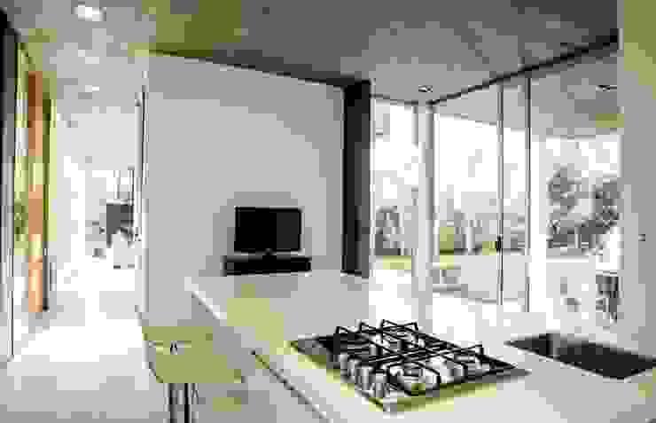 Casa AP 現代廚房設計點子、靈感&圖片 根據 Felipe Gonzalez Arzac 現代風