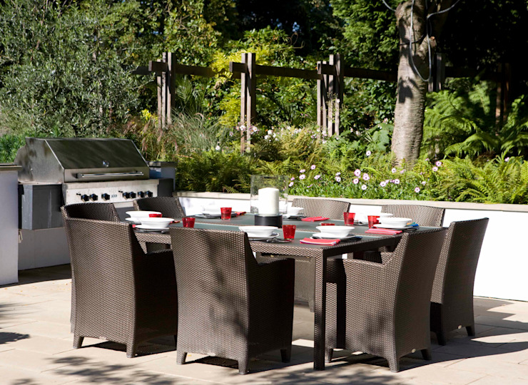 KSR Architects | Compton Avenue | Outdoor dining table & BBQ Jardins modernos por KSR Architects Moderno