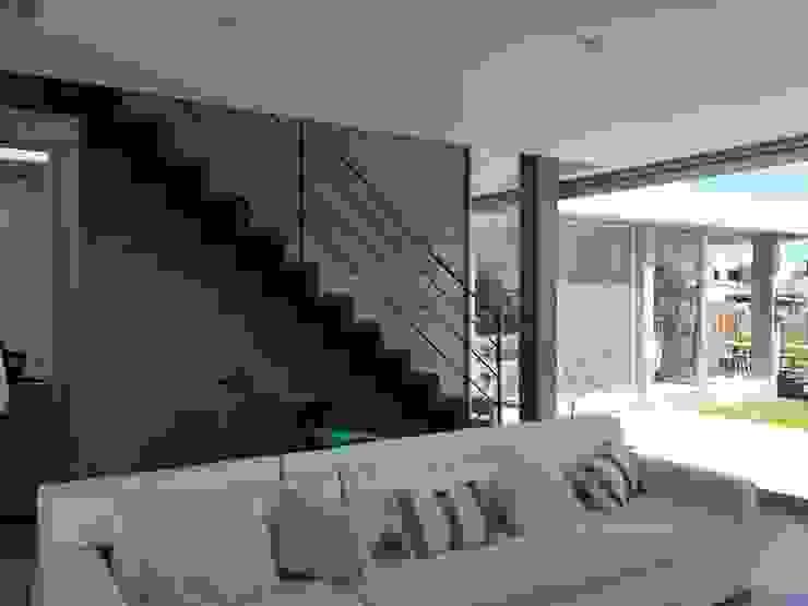 Casa Q Livings modernos: Ideas, imágenes y decoración de Felipe Gonzalez Arzac Moderno