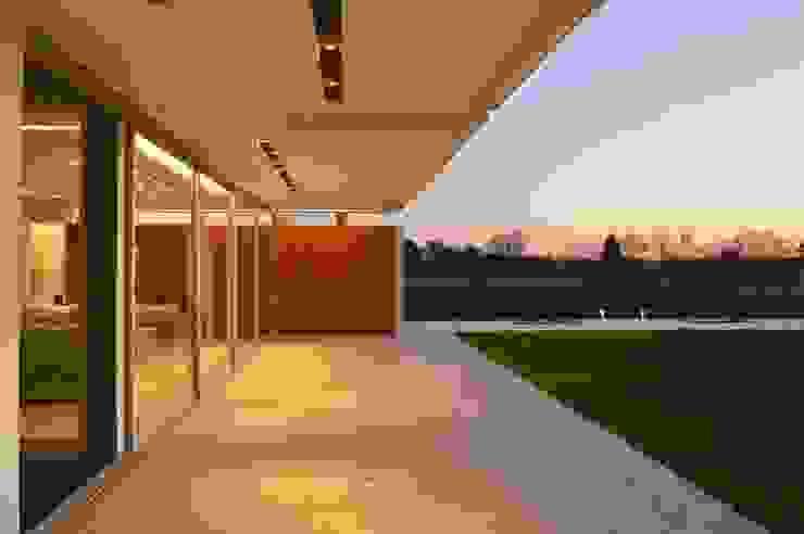 Casa MJ Balcones y terrazas modernos: Ideas, imágenes y decoración de Felipe Gonzalez Arzac Moderno