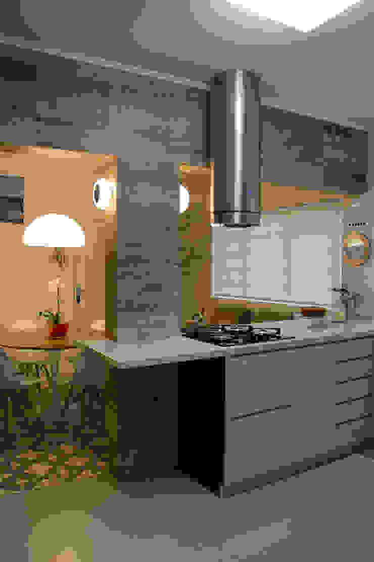Dapur Gaya Eklektik Oleh arquiteta aclaene de mello Eklektik