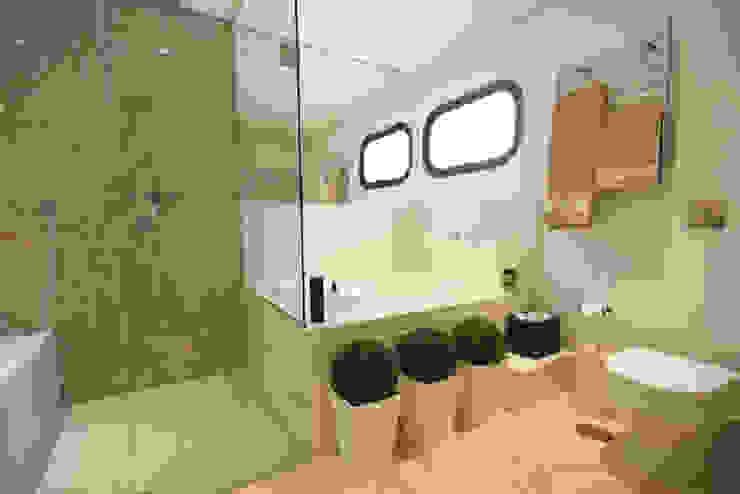 Baños de estilo moderno de Daniela Hescheles Arquitetura Moderno