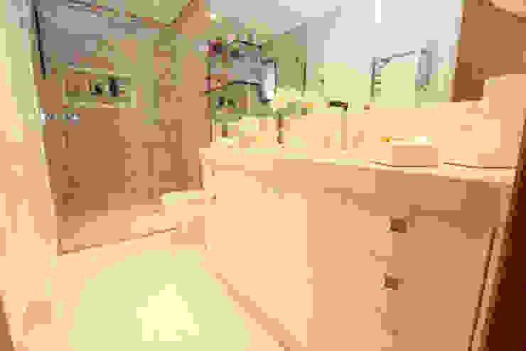 Banheiro da suíte Banheiros modernos por Daniela Hescheles Arquitetura Moderno