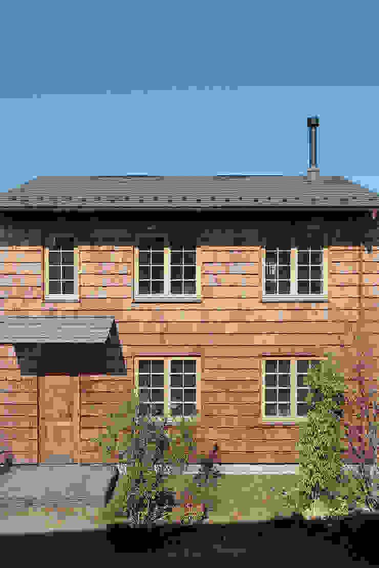 百草HUT(週末住宅): こぢこぢ一級建築士事務所が手掛けた工業用です。,インダストリアル