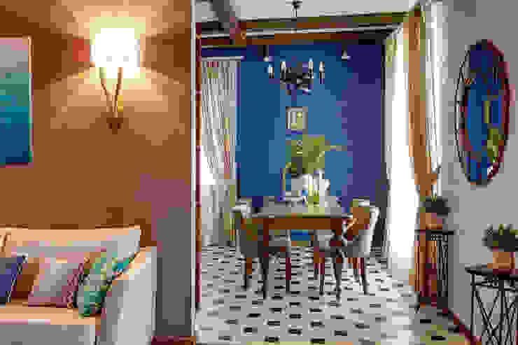 вид на зону столовой/1 этаж Столовая комната в эклектичном стиле от Yucubedesign Эклектичный