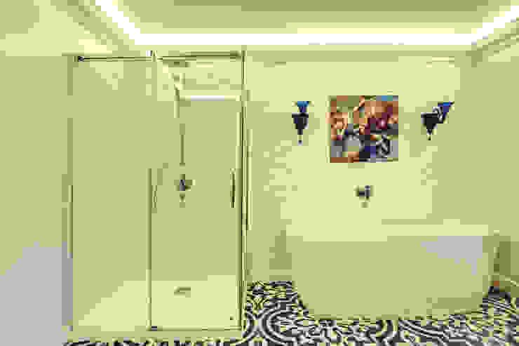 ванная комната/2этаж Ванная комната в эклектичном стиле от Yucubedesign Эклектичный