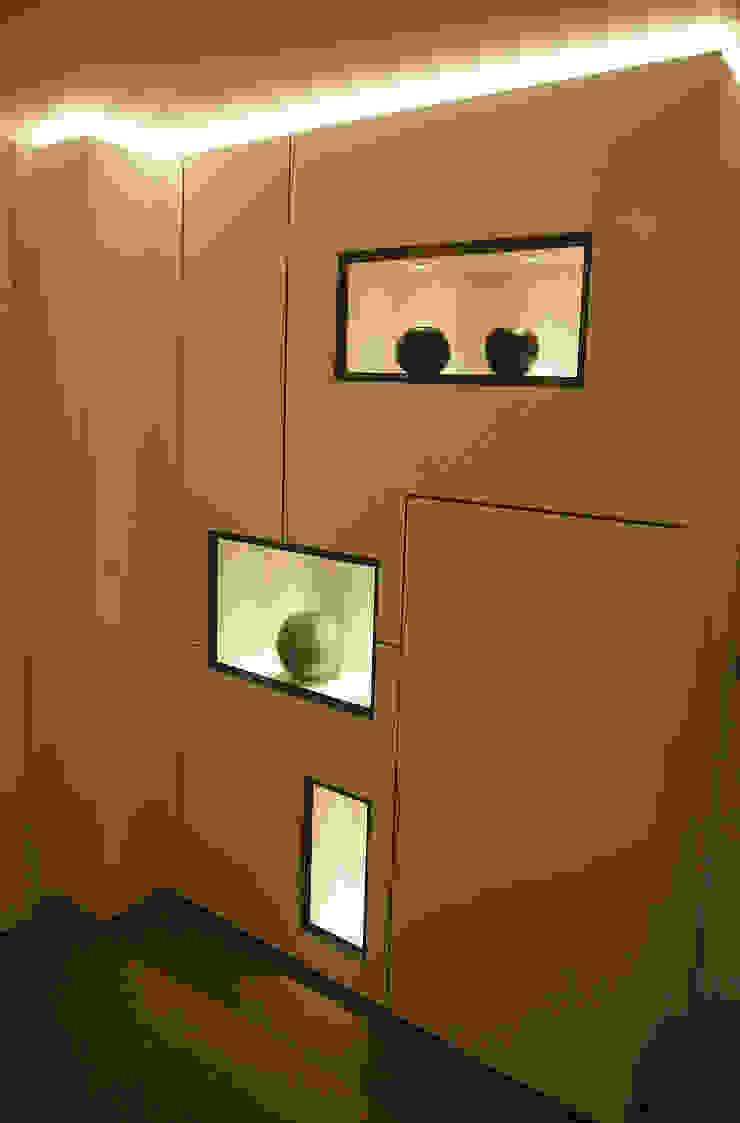 ingresso Ingresso, Corridoio & Scale in stile moderno di studi di progettazione riuniti Moderno