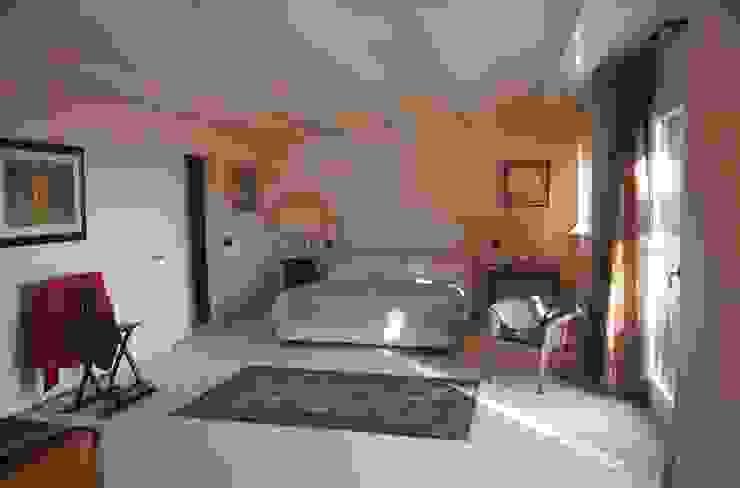 unità residenziale a venezia Camera da letto moderna di studi di progettazione riuniti Moderno