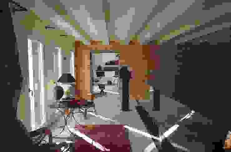 unità residenziale a venezia Pareti & Pavimenti in stile moderno di studi di progettazione riuniti Moderno