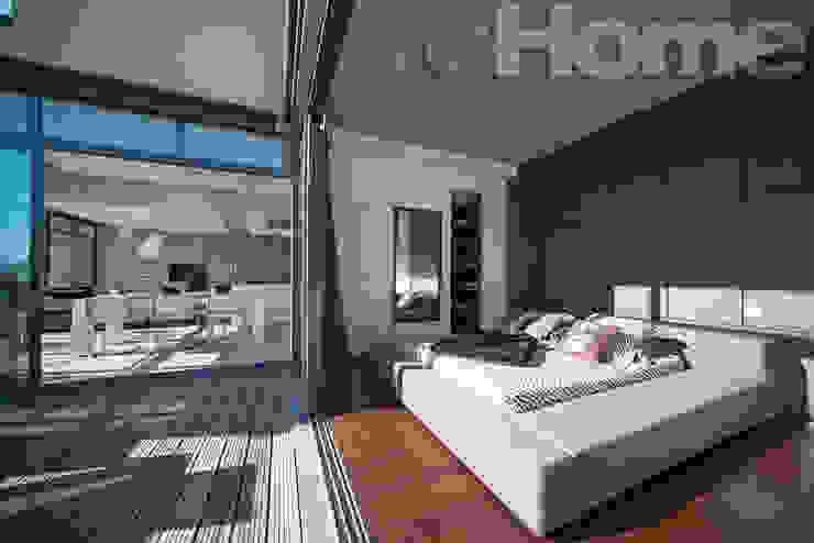 Chambre ouverte sur terrasse Balcon, Veranda & Terrasse modernes par réHome Moderne