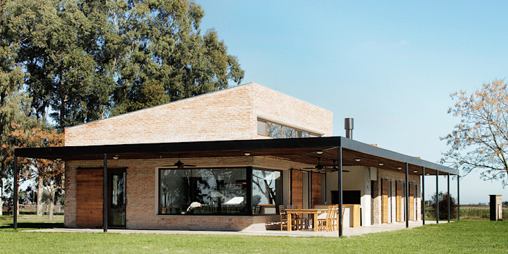 Country style house by BAM! arquitectura Country