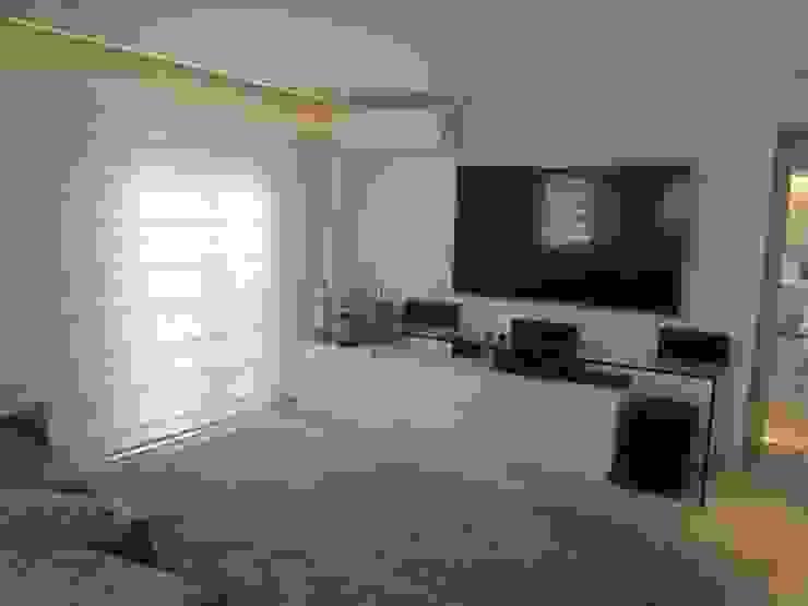 Sandra Kátia Junqueira Modern Living Room