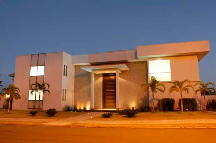 Residência - Cond. Alphaville Araguaia Casas modernas por Sandra Kátia Junqueira Moderno