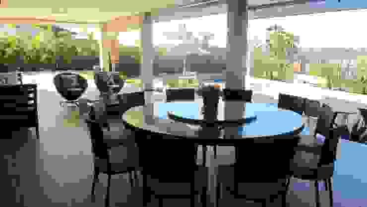 Residência – Cond. Alphaville Araguaia Varandas, alpendres e terraços modernos por Sandra Kátia Junqueira Moderno