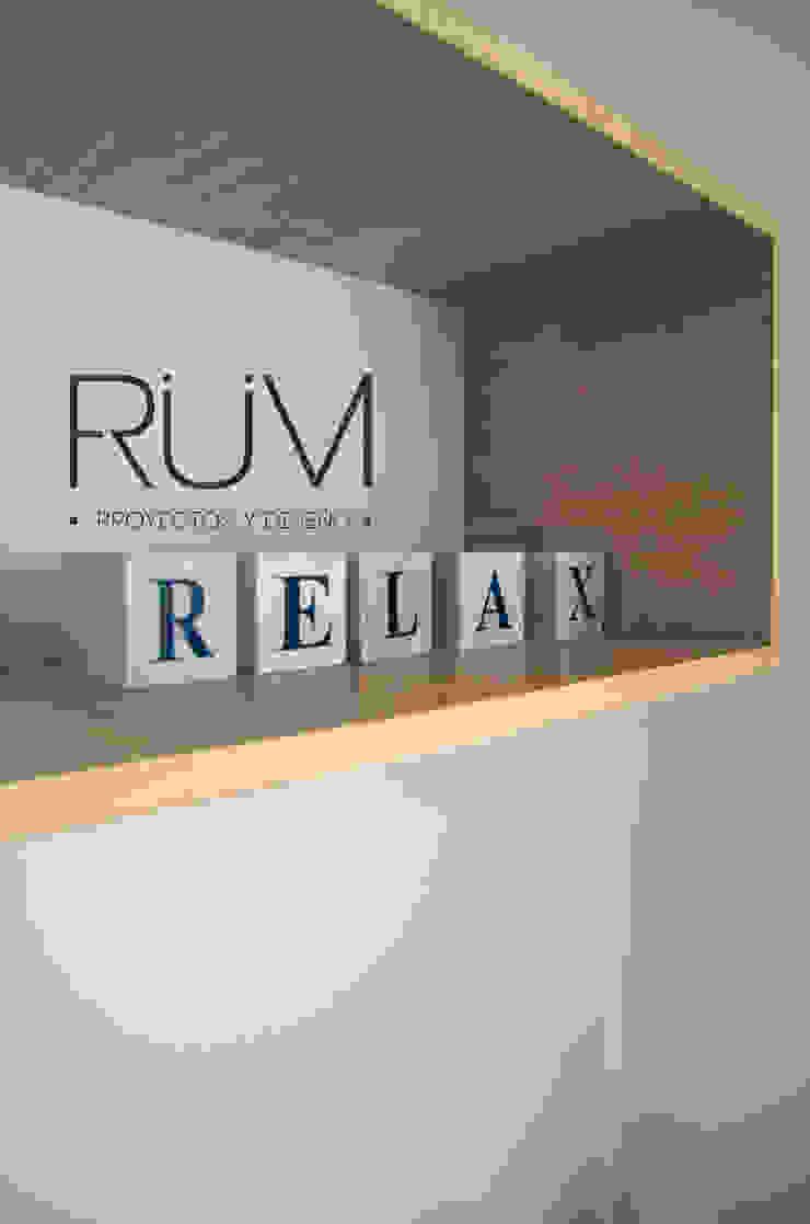 RÜM Proyectos y Diseño BedroomWardrobes & closets