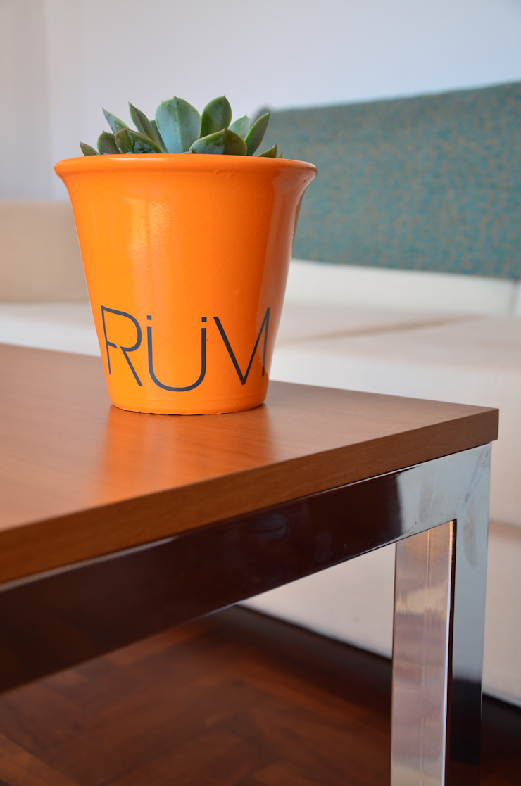RÜM Proyectos y Diseño Living roomSide tables & trays