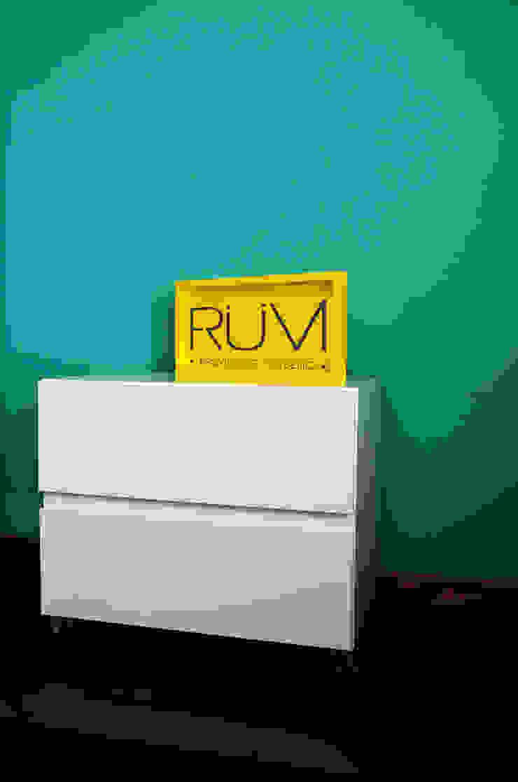 RÜM Proyectos y Diseño BedroomBedside tables