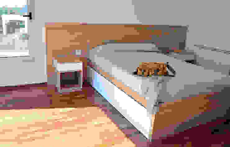 RÜM Proyectos y Diseño BedroomBeds & headboards