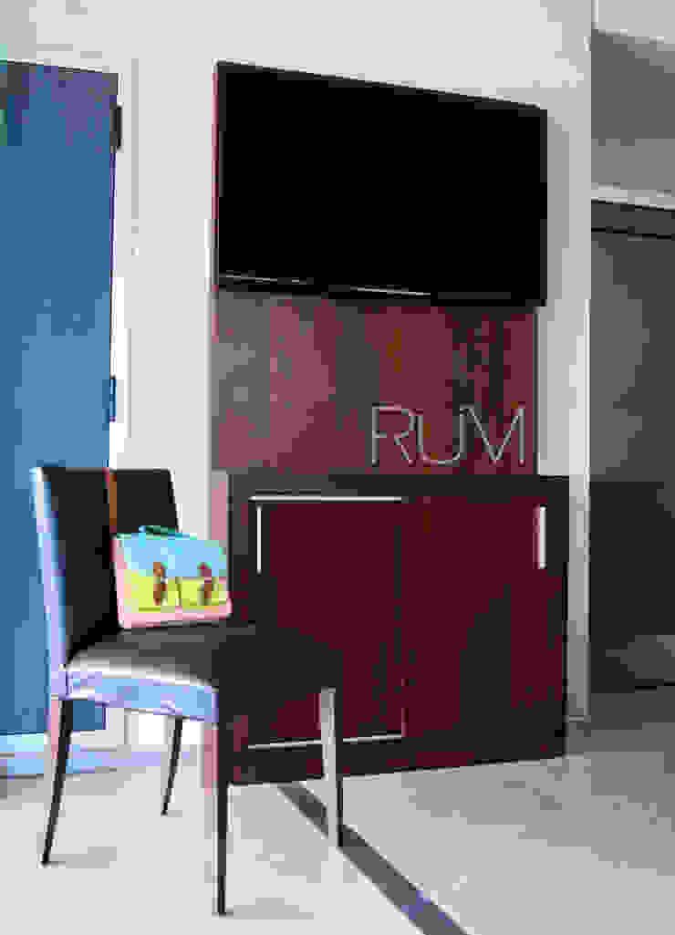 RÜM Proyectos y Diseño Dining roomDressers & sideboards